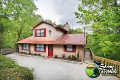 Close to #Gatlinburg & #Pigeon #Forge, #Tennessee. Amenities include full kitchen, charcoal grill, washer & dryer, wood burning fireplace, outdoor hot tub, 6 person Jacuzzi, 2 person Jacuzzi, sauna,cocktail table style 60 game arcade, & 2 bedrooms with a king size bed in each, & 2 bedrooms with 2 queen size beds in each. Conveniently located in the heart of The Great Smoky Mountains, this chalet is perfect for your family reunions or family vacation.