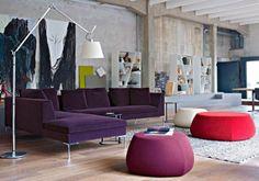 Stile industrial e bold colors nel loft allestito da B&B Italia