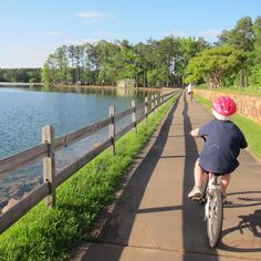 Callaway Gardens is a great place to bike for the novice to experienced rider. The Robin Lake loop is good for new bikers. The pathways have more hills - fun for experienced riders.