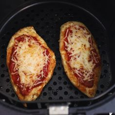This easy air fryer chicken parmesan recipe is healthy and light, the whole family loves it! This easy air fryer chicken parmesan recipe is healthy and light, the whole family loves it! Air Fryer Oven Recipes, Air Fryer Dinner Recipes, Air Fryer Recipes Chicken Breast, Air Fryer Recipes Videos, Recipe Videos, Recipes Dinner, Air Fryer Healthy, Chicken Parmesan Recipes, Healthy Chicken Recipes
