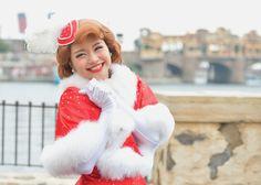 A Perfect Christmas - Disney Wednesday Club 2 Get Funky, Rivers, Robots, Cheetah, Wednesday, Monkey, Pink Ladies, Palm, Banana