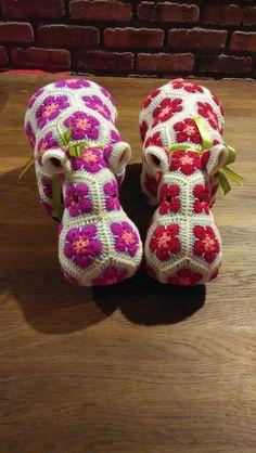 Africanflower crochet Happypotamus.  Pattern from Heidibears .   Visit www.facebook.com/spankylovescrochet