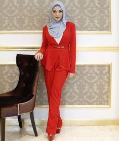 There is a shade of red for every woman. Nothing speaks louder than a power suit right? Muslim Fashion, All Fashion, Fashion 2020, Work Fashion, Modest Fashion, Hijab Fashion, Hijab Outfit, Hijab Wear, Business Dress Code