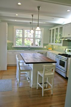 """I love the green and white, but I'm wondering... have kitchen tables gone the way of the steam engine?  Why is it all """"oooh island island"""" now?"""