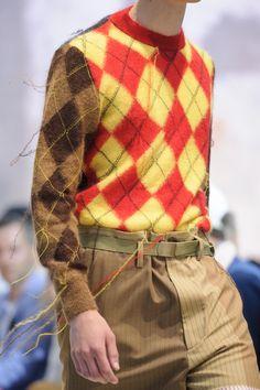 Marni Spring 2018 Men's Fashion Show Details - The Impression Men Fashion Show, Fashion News, Mens Fashion, Madame, Plaid Pattern, Marni, Knit Crochet, Knitwear, Men Sweater