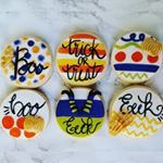 Adoring these Halloween Cookies by @pinkpoppypastriesandpops hand painted on Fantasia Fondant!! Poppy paints work beautiful on Fantasia Fondant!! So vivid and beautiful!  Molds, poppypaint