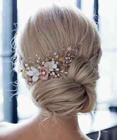 cute updos for long hair evening hairstyles simple hair updo wedding hairstyles down elegant hairstyles. Bridal hair accessories and hair styles that work perfectly for your wedding day Short Medium Length Hair, Medium Hair Styles, Curly Hair Styles, Prom Hair Styles, Medium Length Wedding Hair, Evening Hairstyles, Bride Hairstyles, Cool Hairstyles, Easy Elegant Hairstyles