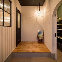 Partition Door, Entrance Hall, Indoor, Ceiling Lights, Mirror, Lighting, Interior, Room, Furniture