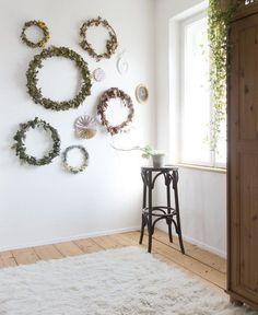 """Zu Besuch bei jullatrulla in Bayern: """"Unser Haus aus den 30ern renovieren wir selbst!""""  #30ern #bayern #besuch #jullatrulla #renovieren #selbst #unser Hallway Shelf, Couple Outfits, Bavaria, Pin Collection, Style Inspiration, Mirror, Corridor, 1930s, Ikea"""