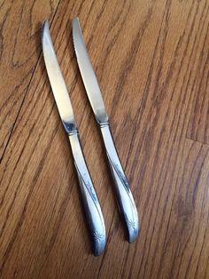 "Oneida Twin Star Community Stainless 2 Hollow Serrated Steak Knives 9 1 8"" | eBay"