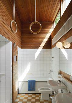 Oak Bathroom, Bathroom Renos, Bathrooms, Interior Architecture, Interior And Exterior, Modern Vintage Bathroom, Modern Scandinavian Interior, Inside A House, Aesthetic Room Decor