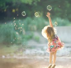Gorgeous Portrait Photography / A Little Girls Dream / Family Photography, Art Photography, Bubble Photography, Cute Children Photography, Amazing Photography, Whimsical Photography, Little Girl Photography, Foto Fun, Foto Baby