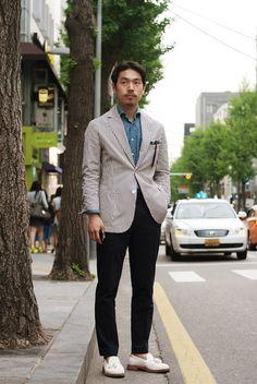 Seersucker x White Loafers Seersucker, Smart Casual, Business Casual, Mens Suits, Gentleman, Dress Up, Menswear, Loafers, Street Style