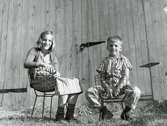 Harry Bertoia's daughter and son seated in his Bertoia Diamond Chair and Bertoia Side Chair   For the Mini Modernists   Holiday Gift Guide   Knoll