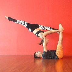 Yoga Exercises - Healthy Lifeline With The Yoga Experience Couples Yoga Poses, Acro Yoga Poses, Partner Yoga Poses, Dance Poses, Partner Dance, Arco Yoga, Paar Workout, Acrobatic Gymnastics, Yoga Dance