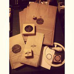 PACKAGING. Bolsas kraft con logo. #sellos #branding #packaging #design #kraft