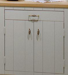 platsbyggt lantkök i t.ex. pärlspontpanel helt anpassat efter köketRönnerholms Inredning   Platsbyggda kök