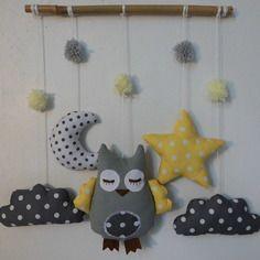 Mobile hibou dans les nuages - gris jaune