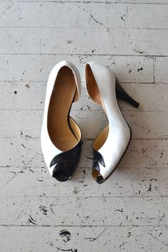 vintage 1970s shoes / black and white heels / by DearGolden