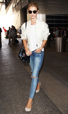 Rosie Huntington-Whiteley from Celeb Airport Style Post Paris Haute Couture fashion week, she arrives at LAX in a casual Paige Denim ensemble with a Dior bag, jacket and shades. Fashion Mode, Nyc Fashion, Editorial Fashion, Street Fashion, Fashion 2016, Street Chic, Couture Fashion, Fall Fashion, Fashion Ideas