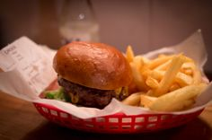 Flippin Burgers är en av Stockholms just nu hetaste hamburgerrestauranger med Jon Widegren som hjärnan bakom det hela.