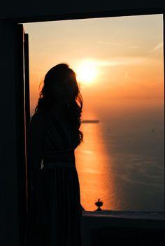$ Devora-me oh! Vozes dos ventos, Mesmo que sejam lamentos... Meus olhos imperceptíveis a dor, Meus ossos fragmentados ao nada, Como dunas virgens castigadas pelo sol... Texto: Christine Aldo Do poema: Vozes dos Ventos