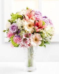 Fleurop.hu. Virágos románc Flowers Delivered, My Flower, Note Cards, Glass Vase, Bloom, Romance, Table Decorations, Floral, Beautiful