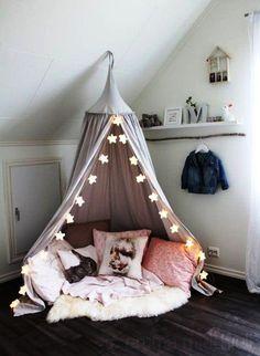 ESCONDERIJO QUENTINHO | Olha que fofa essa cabana! Não é perfeita para fazer o cantinho de inverno no quarto das crianças? #inspiracao #decoracao #inverno #cabanadepano #ficaadica #SpenglerDecor