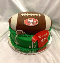 This should be my birthday cake! Fondant Cake Designs, Fondant Cakes, Cupcake Cakes, 49ers Cake, Football Birthday, 49ers Birthday Party, Super Bowl, Sports Themed Cakes, 13 Birthday Cake