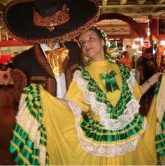 Día 8 Desafío #thaliaenvivo #baile aquí les comparto una foto de un día que fui MC de un evento en las Fiestas Patrias en #Texas y baile por un día con el ballet folklórico .. Excelente experiencia #ad el concierto de Thalía el 5 de sep @hbolatino #statigram #picstich #pictureoftheday #VivaMexico http://checalamovie.net/2014/08/21/thaliaenvivo-concierto-que-celebra-la-hispanidad-twitter-party-y-desafio-en-instagram/