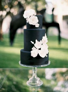 Modern chic three tier all black wedding cake: http://www.stylemepretty.com/2016/09/22/this-wedding-incorporated-smps-favorite-trends-of-the-year/ Photography: Apryl Ann - http://www.aprylann.com/