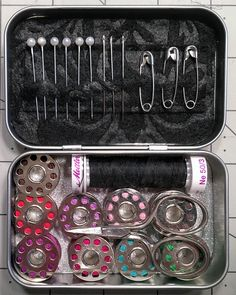 Diy sewing kits out of altoids tins cigar box projects, tin boxes, cigar bo Sewing Projects For Beginners, Sewing Tutorials, Sewing Crafts, Sewing Kits, Cigar Box Projects, Sewing To Sell, Altoids Tins, Operation Christmas Child, Sewing Patterns For Kids