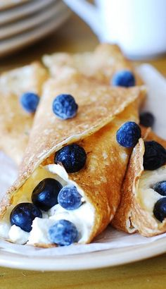 Crepes with sweetened ricotta cheese filling and blueberries | breakfast and dessert!