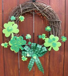 Cool Festive St Patrick's Day DIY Decorations – mybabydoo - St Paddys Day, St Patricks Day, Saint Patricks, Holiday Wreaths, Holiday Crafts, Holiday Ideas, St Patrick's Day Crafts, Diy Crafts, St. Patrick's Day Diy