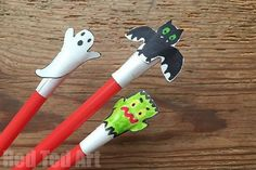 Halloween Crafts for Kids - make these super easy and fun shooter toy. Then have a competition as to who can shoot it the furthest! Craft & Activity in one