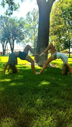 Best friend poses i did with my best friend ❤ yoga творческая фотография,. Best Friend Fotos, 3 Best Friends, Bestest Friend, Cute Friends, Best Friends Forever, Best Friend Photography, Cute Photography, Best Friend Pictures, Bff Pictures