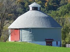 round barn - Wisconsin   ..rh
