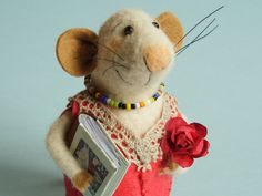 Needle felted mouse. Library Mouse. Mouse with red rose and book. Reading animal. Tiny Mouse. Felt mice. birthday gift. book lover dollhouse by OlgaHappyHandmades on Etsy