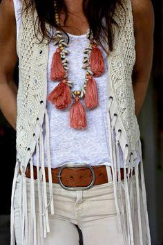 boho streetstyle for Monday! boho at home! – love that chunky Boho Style Necklace… Boho Outfits, Stylish Outfits, Spring Outfits, Holiday Outfits, Hippie Style, Bohemian Style, Vetement Hippie Chic, Estilo Hippie, Mode Plus