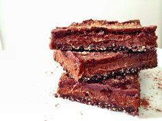 LIVE LOVE EAT RAW | Raw Cakes, Yoga, Life. // Raw Vegan Choc Caramel slice recipe