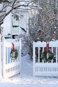 You can also try these outdoor Christmas decorations at home. Be sure to check out our gallery full of these Christmas decoration images and get mesmerized.