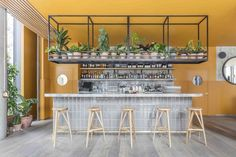 Intended to accommodate both formal & casual encounters, Treves & Hyde is a new restaurant and bar in East London designed by Grzywinski+Pons. Deco Restaurant, Restaurant Interior Design, Cafe Interior, Healthy Restaurant Design, Design Hotel, Modern Interior, Design Industrial, Burger Bar, Cafe Bar