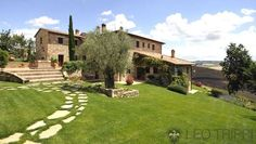 #Catered, traditional #Tuscan #villa for the whole #family http://www.leotrippi.com/en/luxury-villas/italy/val-d-orcia/vald3120.html