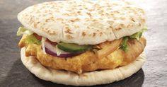 Burger indien au poulet, naan et raita, une recette CuisineAZ
