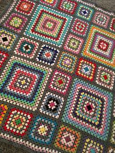 Crochet 'Spitspot Summer Love Blanket' Crochet along (CAL) Crochet Applique Patterns Free, Granny Square Crochet Pattern, Crochet Squares, Crochet Granny, Crochet Blanket Patterns, Crochet Baby, Knit Crochet, Granny Squares, Crochet Square Blanket