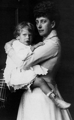Queen Alexandra with grandson Prince George of Kent. A rare unretouched photo of the then 60 year old queen.
