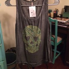 Grey Skull Peekback Top This top has a super fun keyhole back. Never worn. New with tags. Tops Tank Tops