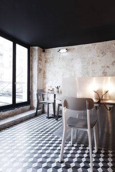 Paris New-York restaurant, Paris. black ceiling and beautiful tiles...