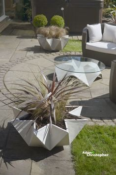 New Kronen Bowl From Adam Christopher – Award Winning Contemporary Concrete Planters and Sculpture by Adam Christopher - Modern Design Interior Design Plants, Plant Design, Concrete Crafts, Concrete Planters, Raised Planter, Container Plants, Garden Projects, Backyard Landscaping, Garden Furniture