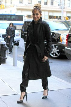 Comfortable back trench- easy to wear. Love her and her evolution of looks